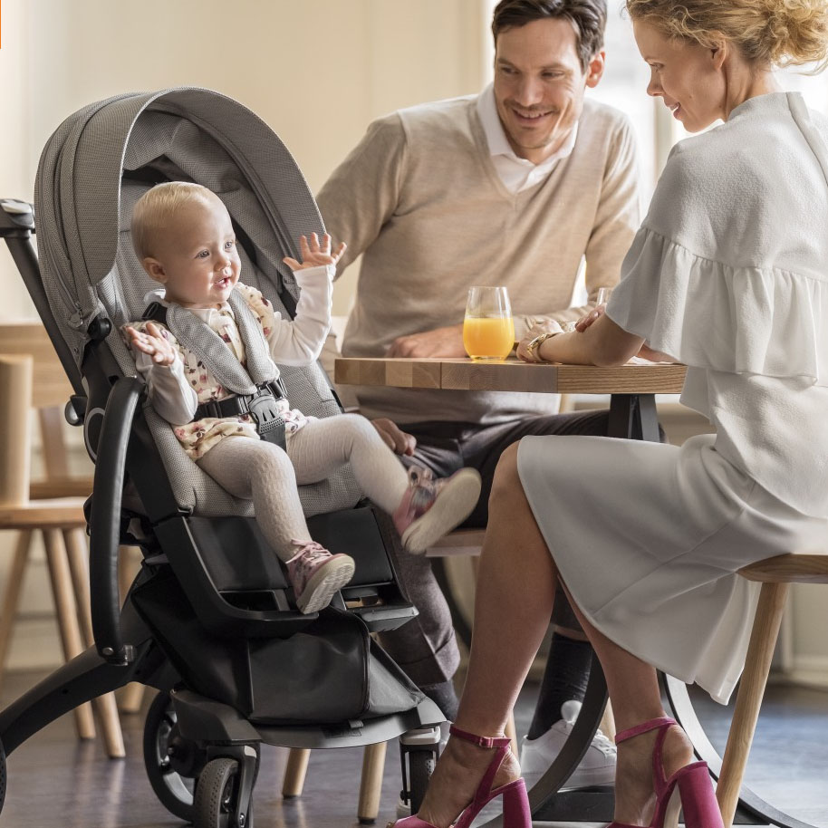 Mum and dad having breakfast with baby in Mum and baby with Stokke Xplory 6