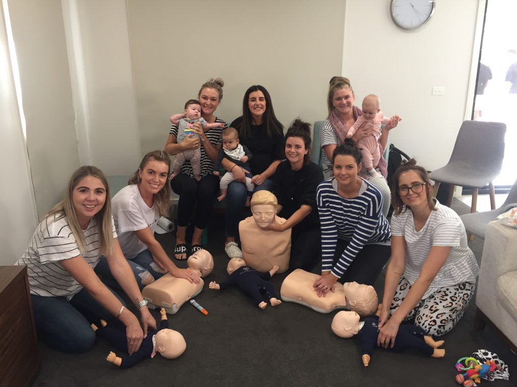Group of mums and tiny hearts first aid course