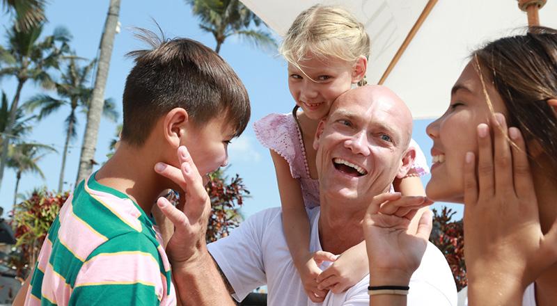 Michael Klim with kids