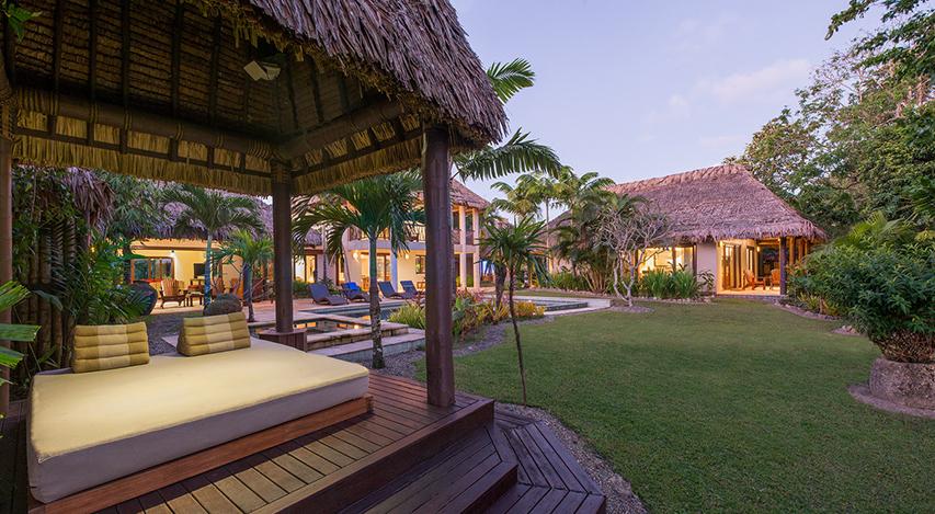 Nanuku 2 Bedroom Beachfront Residence lawn